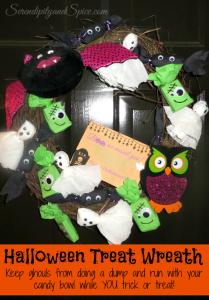 DIY Halloween Treat Wreath Tutorial #DGHalloweenHack