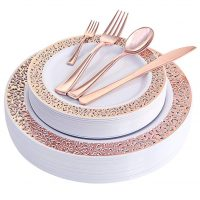 Make Clean Up a Breeze with these Fancy Disposable Place Settings!